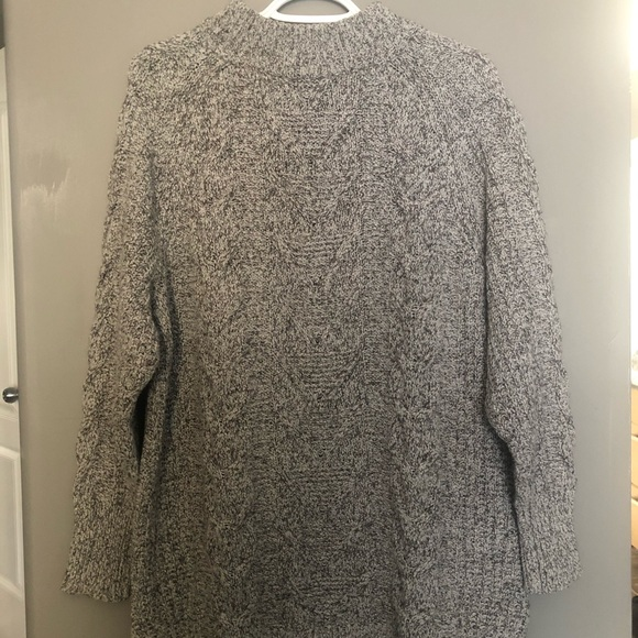 Old Navy Sweaters - Oversized chunky knit sweater